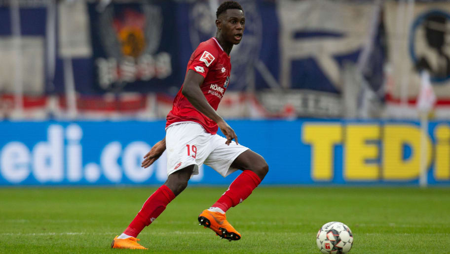 MAINZ, GERMANY - OCTOBER 06: Moussa Niakhate of Mainz drives the ball during the Bundesliga match between 1. FSV Mainz 05 and Hertha BSC at Opel Arena on October 6, 2018 in Mainz, Germany. (Photo by Juergen Schwarz/Bongarts/Getty Images)