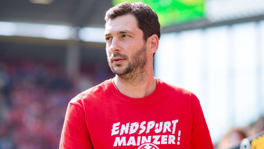 MAINZ, GERMANY - APRIL 29: Head coach Sandro Schwarz of Mainz looks on during the Bundesliga match between 1. FSV Mainz 05 and RB Leipzig at Opel Arena on April 28, 2018 in Mainz, Germany. (Photo by Simon Hofmann/Bongarts/Getty Images)