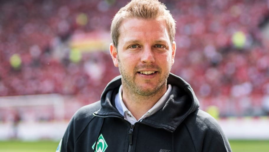 MAINZ, GERMANY - MAY 12: Head Coach Florian Kohfeldt of Bremen looks up prior to the Bundesliga match between 1. FSV Mainz 05 and SV Werder Bremen at Opel Arena on May 12, 2018 in Mainz, Germany. (Photo by Lukas Schulze/Bongarts/Getty Images)