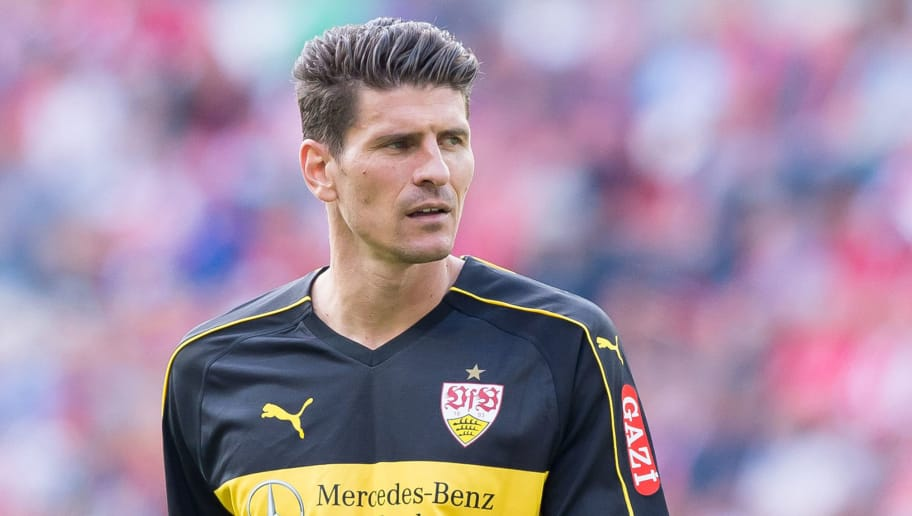 MAINZ, GERMANY - AUGUST 26: Mario Gomez of Stuttgart looks on during the Bundesliga match between 1. FSV Mainz 05 and VfB Stuttgart at Opel Arena on August 26, 2018 in Mainz, Germany. (Photo by TF-Images/Getty Images)