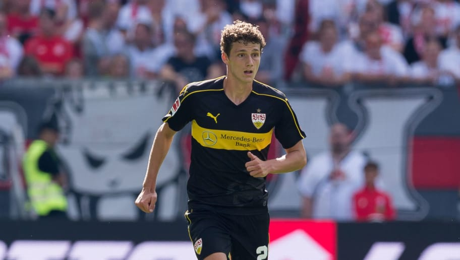 MAINZ, GERMANY - AUGUST 26: Benjamin Pavard of Stuttgart controls the ball during the Bundesliga match between 1. FSV Mainz 05 and VfB Stuttgart at Opel Arena on August 26, 2018 in Mainz, Germany. (Photo by TF-Images/Getty Images)