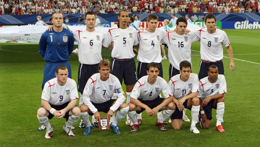 (1st row fromL) English forward Wayne Ro