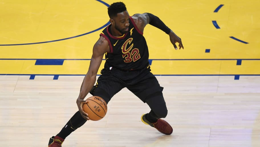 OAKLAND, CA - MAY 31:  Jeff Green #32 of the Cleveland Cavaliers controls the ball against the Golden State Warriors in Game 1 of the 2018 NBA Finals at ORACLE Arena on May 31, 2018 in Oakland, California. NOTE TO USER: User expressly acknowledges and agrees that, by downloading and or using this photograph, User is consenting to the terms and conditions of the Getty Images License Agreement.  (Photo by Thearon W. Henderson/Getty Images)