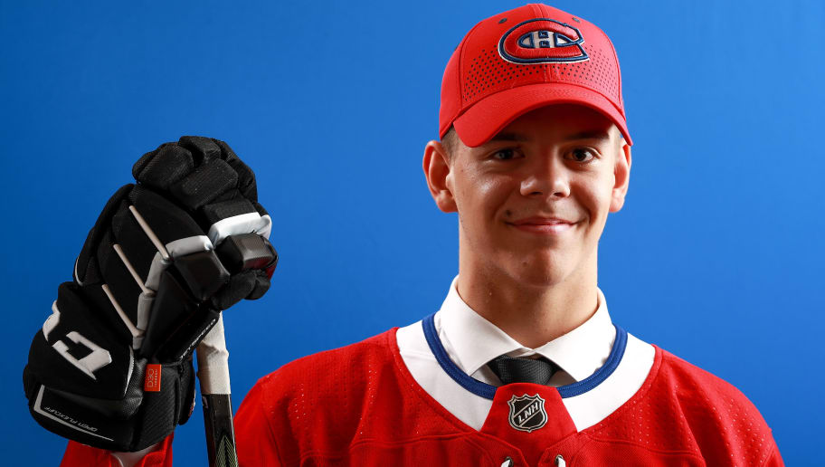 DALLAS, TX - JUNE 22:  Jesperi Kotkaniemi poses after being selected third overall by the Montreal Canadiens during the first round of the 2018 NHL Draft at American Airlines Center on June 22, 2018 in Dallas, Texas.  (Photo by Tom Pennington/Getty Images)