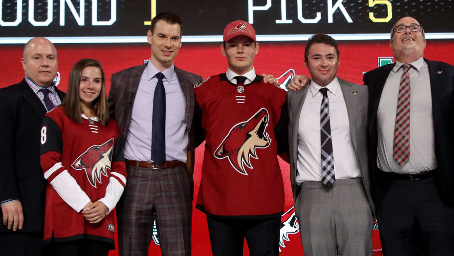 DALLAS, TX - JUNE 22:  Barrett Hayton poses after being selected fifth overall by the Arizona Coyotes during the first round of the 2018 NHL Draft at American Airlines Center on June 22, 2018 in Dallas, Texas.  (Photo by Bruce Bennett/Getty Images)