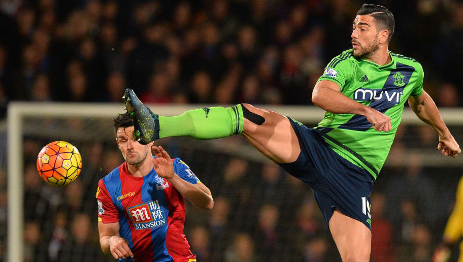 Crystal Palace's English defender Scott Dann (L) vies with Southampton's Italian striker Graziano Pelle during the English Premier League football match between Crystal Palace and Southampton at Selhurst Park in south London on December 12, 2015. AFP PHOTO / GLYN KIRK  RESTRICTED TO EDITORIAL USE. No use with unauthorized audio, video, data, fixture lists, club/league logos or 'live' services. Online in-match use limited to 75 images, no video emulation. No use in betting, games or single club/league/player publications. / AFP / GLYN KIRK        (Photo credit should read GLYN KIRK/AFP/Getty Images)