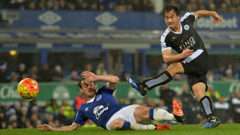 Leicester City's Japanese striker Shinji Okazaki (R) shoots past Everton's English defender Leighton Baines to score their third goal during the English Premier League football match between Everton and Leicester City at Goodison Park in Liverpool, north west England on December 19, 2015. AFP PHOTO / PAUL ELLIS  RESTRICTED TO EDITORIAL USE. NO USE WITH UNAUTHORIZED AUDIO, VIDEO, DATA, FIXTURE LISTS, CLUB/LEAGUE LOGOS OR 'LIVE' SERVICES. ONLINE IN-MATCH USE LIMITED TO 75 IMAGES, NO VIDEO EMULATION. NO USE IN BETTING, GAMES OR SINGLE CLUB/LEAGUE/PLAYER PUBLICATIONS. / AFP / PAUL ELLIS        (Photo credit should read PAUL ELLIS/AFP/Getty Images)