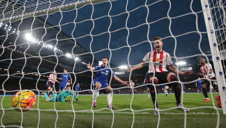 LONDON, ENGLAND - DECEMBER 19: Fabio Borini (2nd R) of Sunderland scores his team's first goal during the Barclays Premier League match between Chelsea and Sunderland at Stamford Bridge on December 19, 2015 in London, England.  (Photo by Clive Rose/Getty Images)