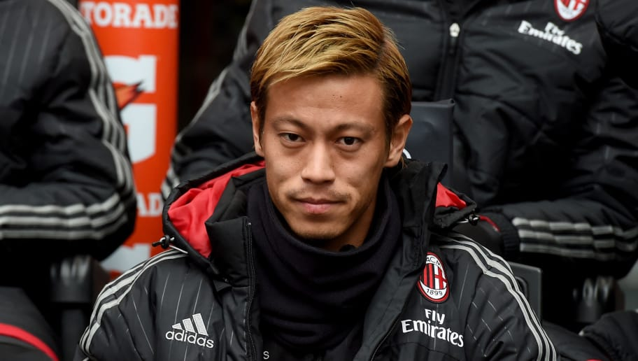 MILAN, ITALY - DECEMBER 13:  Keisuke Honda of AC Milan looks on prior to the Serie A match betweeen AC Milan and Hellas Verona FC at Stadio Giuseppe Meazza on December 13, 2015 in Milan, Italy.  (Photo by Claudio Villa/Getty Images)