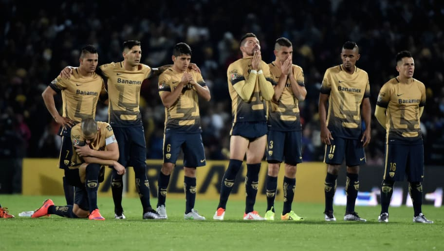 Pumas's footballers react during penalties round of their Mexican Apertura tournament football final match against Tigres at the Olimpic stadium on December 13, 2015 in Mexico City.  AFP PHOTO/ Yuri CORTEZ / AFP / YURI CORTEZ        (Photo credit should read YURI CORTEZ/AFP/Getty Images)