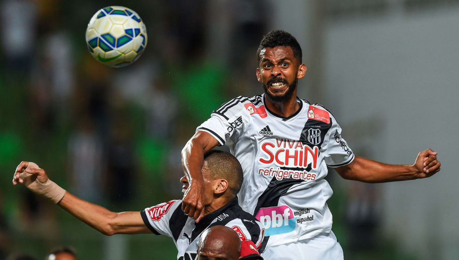 BELO HORIZONTE, BRAZIL - OCTOBER 25: Leonardo Silva #3 of Atletico MG and Alexandro #7 and Renato Chaves #3 of Ponte Preta battle for the ball during a match between Atletico MG and Ponte Preta as part of Brasileirao Series A 2015 at Independencia stadium on October 25, 2015 in Belo Horizonte, Brazil. (Photo by Pedro Vilela/Getty Images)