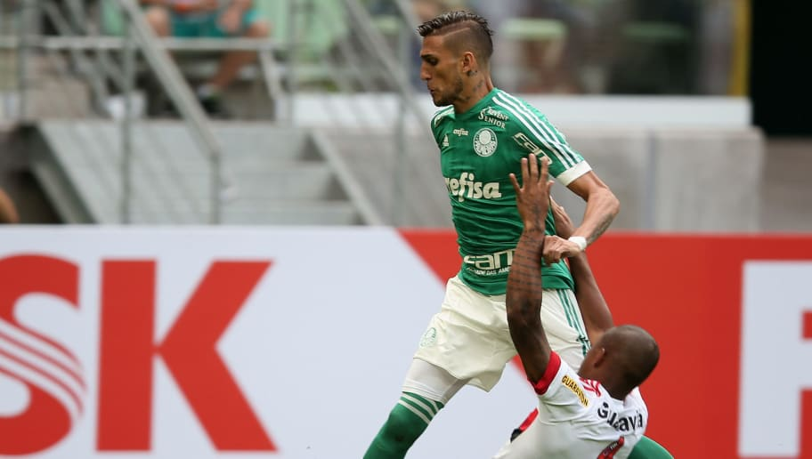SAO PAULO, BRAZIL - AUGUST 16:  Rafael Marques of Palmeiras fights for the ball with Samir of Flamengo during the match between Palmeiras and Flamengo for the Brazilian Series A 2015 at Allianz Parque on August 16, 2015 in Sao Paulo, Brazil.  (Photo by Friedemann Vogel/Getty Images)