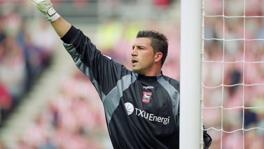 18 Aug 2001:  Matteo Sereni of Ipswich Town organises his defence during the FA Barclaycard Premiership match against Sunderland played at the Stadium of Light in Sunderland, England.  Sunderland won the match 1 - 0. \ Mandatory Credit: Stu Forster /Allsport