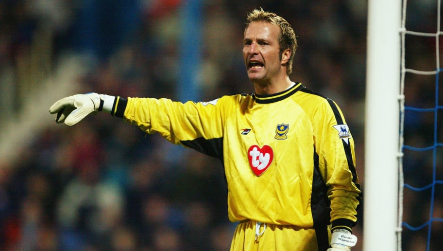 PORTSMOUTH - NOVEMBER 29:  Harald Wapenaar of Portsmouth signals to a team mate during the FA Barclaycard Premiership match between Portsmouth and Leicester City on November 29, 2003 at Fratton Park in Portsmouth, England.  Leicester City won the match 2-0.  (Photo by Mike Hewitt/Getty Images)