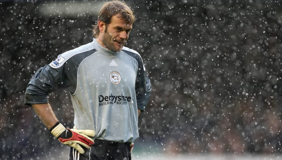 LIVERPOOL, UNITED KINGDOM - APRIL 06: Roy Carroll of Derby County stands in the falling snow during the Barclays Premier League match between Everton and Derby County at Goodison Park on 6 April  2008 in Liverpool, England.  (Photo by Gary M. Prior/Getty Images)