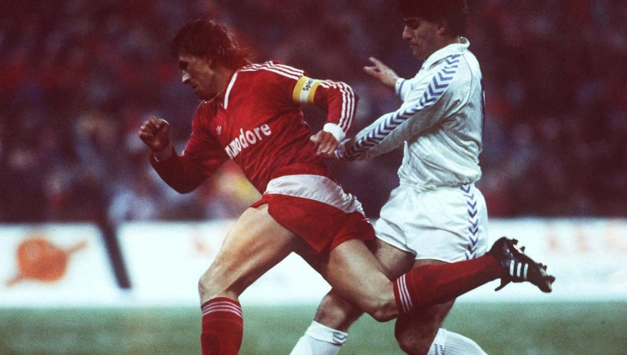 MUNICH, GERMANY - MARCH 02:  EUROPAPOKAL DER LANDESMEISTER 87/88 FC BAYERN MUENCHEN - REAL MADRID 3:2; Klaus AUGENTHALER/MUENCHEN, MICHEL/MADRID  (Photo by Bongarts/Getty Images)