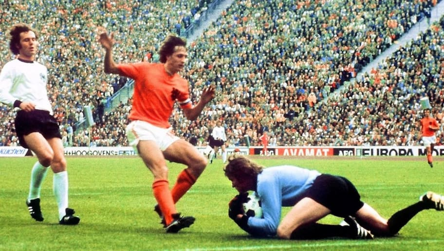 MUNICH, GERMANY - JULY 7:  West German goalkeeper Sepp Maier catches the ball in front of Dutch forward Johan Cruyff as defender Franz Beckenbauer (L) looks on, 07 July 1974 in Munich, during the World Cup soccer final. Host West Germany beat The Netherlands 2-1 to earn its second World Cup title, twenty years after its first win over Hungary (3-2), 04 July 1954 in Bern.  AFP PHOTO  (Photo credit should read STAFF/AFP/Getty Images)