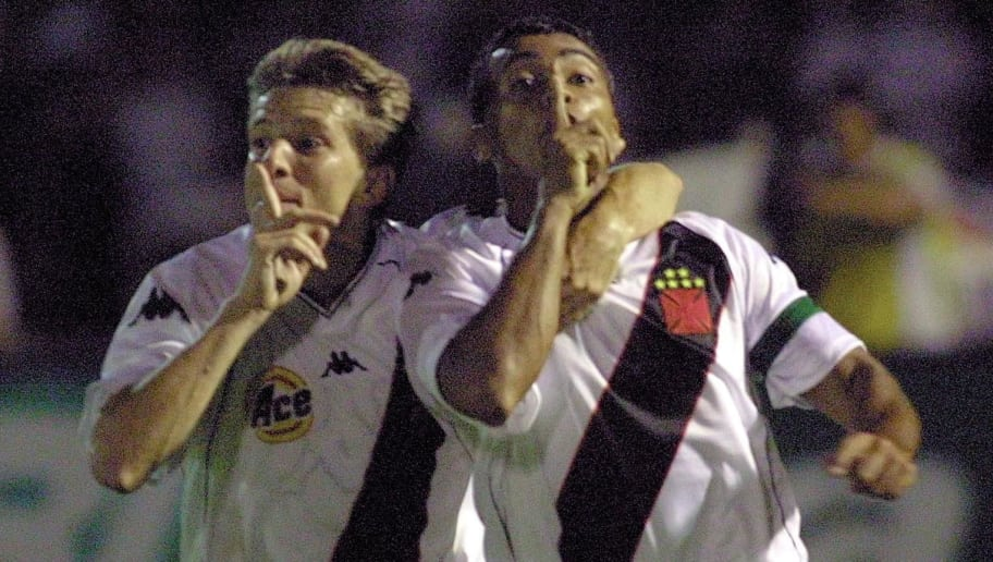 SAO PAULO, BRAZIL - DECEMBER 20:  Romario (R) and Juninho (L) celebrate the fourth goal of their team Vasco da Gama against Palmeiras 20 December, 2000 during the Mercosur Cup final at the Parque Antarctica Stadium in Sao Paulo, Brazil. Vasco defeated Palmeiras by 4-3. AFP PHOTO  Mauricio LIMA  (Photo credit should read MAURICIO LIMA/AFP/Getty Images)