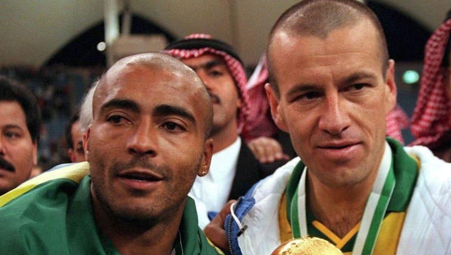 SAUDI ARABIA - DECEMBER 22:  FUSSBALL: RYAD FEDERATION CUP 1997 Finale in Saudi Arabien am 22.12.97, Jubel ROMARIO und Carlos DUNGA/BRA mit Pokal  (Photo by Henri Szwarc/Bongarts/Getty Images)