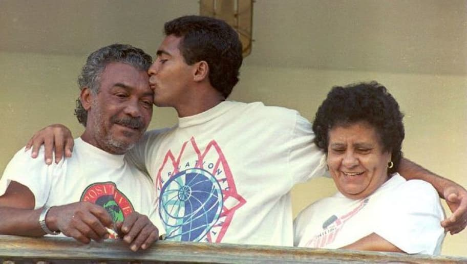RIO DE JANEIRO, BRAZIL:  Brazilian soccer star Romario (C), who plays for the Spanish club of Barcelona,kisses his father Edevair Farias in Rio de Janeiro, Brazil, 09 May1994, at his father's home. At right, Romario's mother Manuelita. Edevair, 62, who had been kidnapped 02 May, was released unharmed 08 May by his abductors. (Photo credit should read ANTONIO SCORZA/AFP/Getty Images)