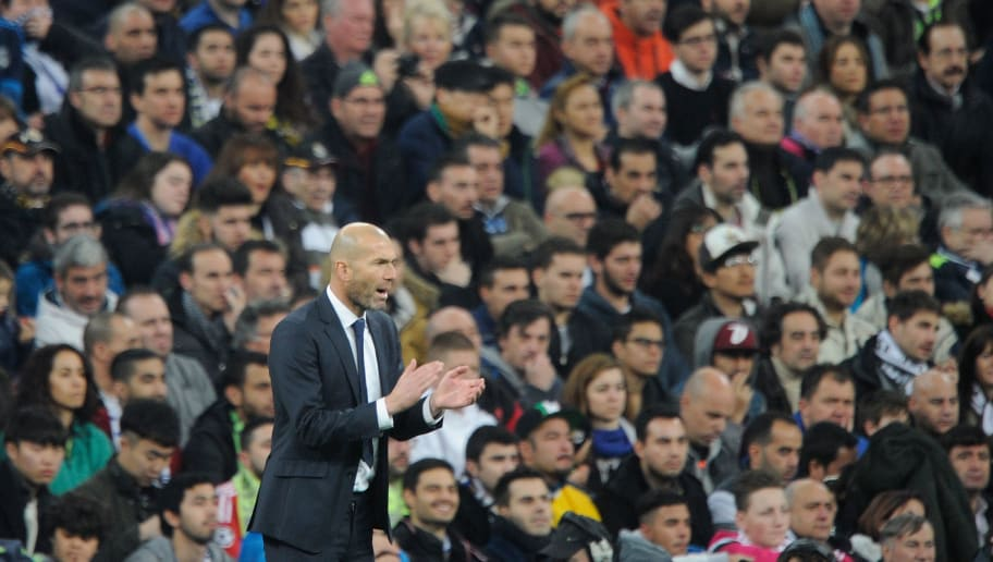 MADRID, SPAIN - JANUARY 31:  Real Madrid manager Zinedine Zidane urges on his side during the La Liga match between Real Madrid CF and Real CD Espanyol at Estadio Santiago Bernabeu on January 31, 2016 in Madrid, Spain.  (Photo by Denis Doyle/Getty Images)