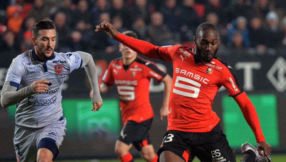 Ajaccio's French defender Pablo Martinez  (L) vies for the ball with Rennes' Ivorian forward Giovanni Sio (R) during the French L1 football match between Rennes (Stade Rennais FC) and Ajaccio (GFC ) on January 22, 2016, at the Roazhon Park in Rennes, northwestern France.  AFP PHOTO / JEAN-FRANCOIS MONIER / AFP / JEAN-FRANCOIS MONIER        (Photo credit should read JEAN-FRANCOIS MONIER/AFP/Getty Images)
