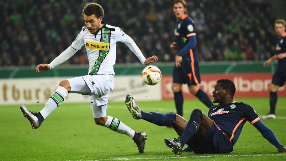 MOENCHENGLADBACH, GERMANY - DECEMBER 15:  Assani Lukimya of Bremen is challenged by Fabian Johnson of Gladbach during the DFB Pokal match between Borussia Moenchengladbach and Werder Bremen at Borussia-Park on December 15, 2015 in Moenchengladbach, Germany.  (Photo by Stuart Franklin/Bongarts/Getty Images)