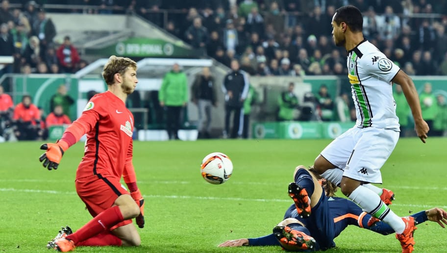 MOENCHENGLADBACH, GERMANY - DECEMBER 15:  Raffael of Borussia Moenchengladbach misses a chance at goal as goalkeeper Felix Wiedwald of Werder Bremen makes a save during the DFB Cup Round of 16 match between Borussia Moenchengladbach and Werder Bremen at Borussia-Park on December 15, 2015 in Moenchengladbach, Germany.  (Photo by Dennis Grombkowski/Bongarts/Getty Images)