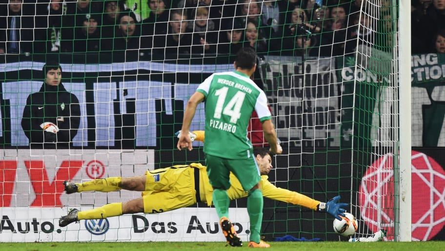 BREMEN, GERMANY - JANUARY 30:  Claudio Pizarro of Bremen scores the penalty goal during the Bundesliga match between Werder Bremen and Hertha BSC at Weserstadion on January 30, 2016 in Bremen, Germany.  (Photo by Stuart Franklin/Bongarts/Getty Images)
