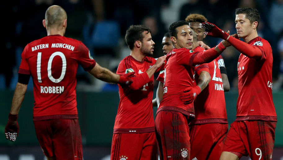 BOCHUM, GERMANY - FEBRUARY 10: Robert Lewandowski of Muenchen celebrates with team mates after scoring his teams third goal during the DFB Cup Quarter Final match between VfL Bochum and Bayern Muenchen at Rewirpower Stadium on February 10, 2016 in Bochum, Germany.  (Photo by Lars Baron/Bongarts/Getty Images)
