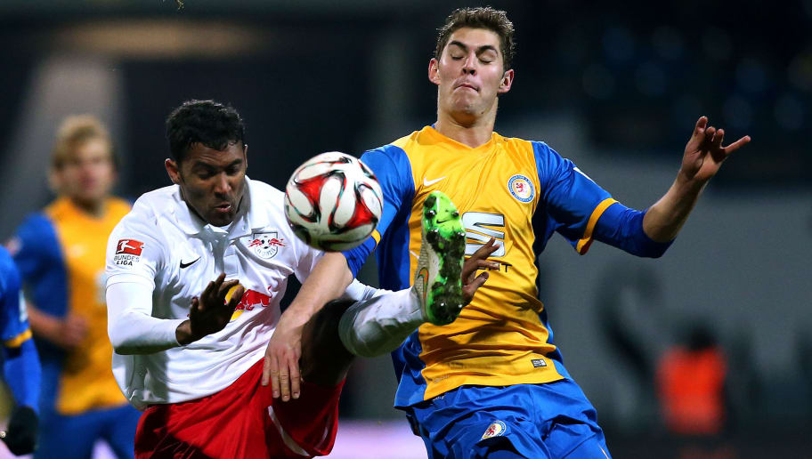 BRAUNSCHWEIG, GERMANY -FEBRUARY 23:  Vegar Eggen Hedenstad (R) of Braunschweig competes with Marvin Compper of Leipzig during the 2. Bundesliga match between Eintracht Braunschweig and RB Leipzig at Eintracht Stadion on February 23, 2015 in Braunschweig, Germany.  (Photo by Ronny Hartmann/Bongarts/Getty Images)