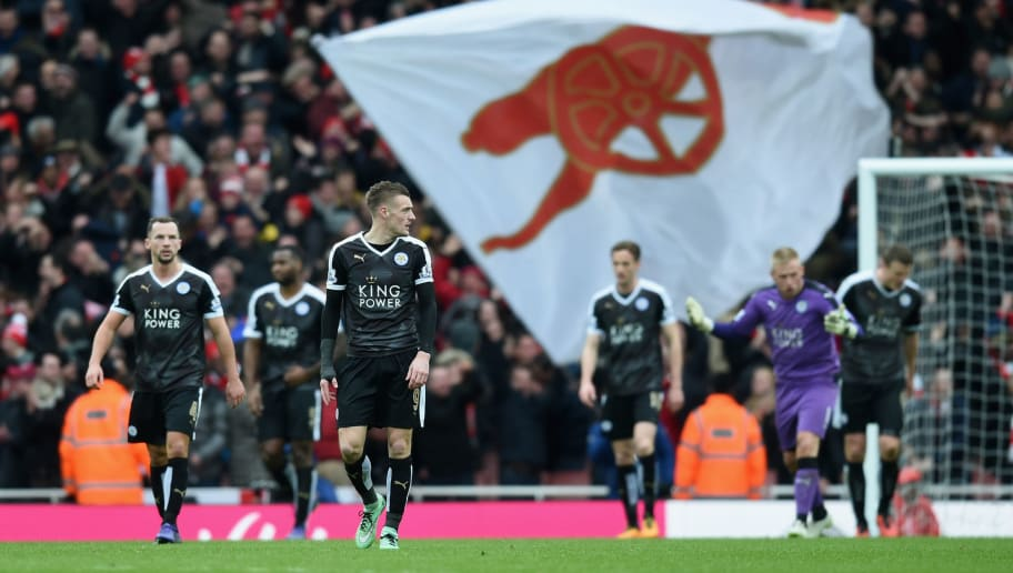 LONDON, ENGLAND - FEBRUARY 14: Jamie Vardy of Leicester City and team mates dejected after the Arsenal winning goal during the Barclays Premier League match between Arsenal and Leicester City at the Emirates Stadium.  (Photo by Michael Regan/Getty Images)
