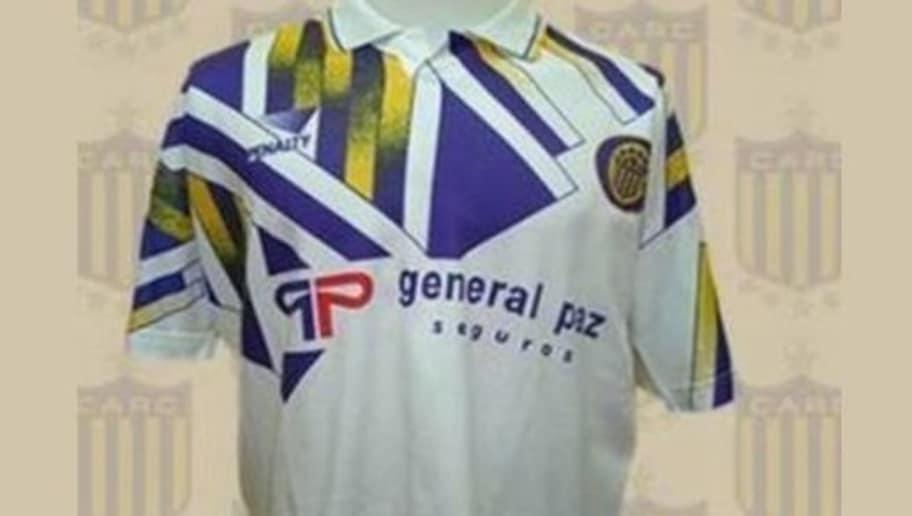 dc24ae0fbd6d1  Es difícil poder comprender qué pasó por la cabeza del que diseñó esta  camiseta. Rosario Central la utilizó en 1992 y la mayoría de los hinchas la  ...