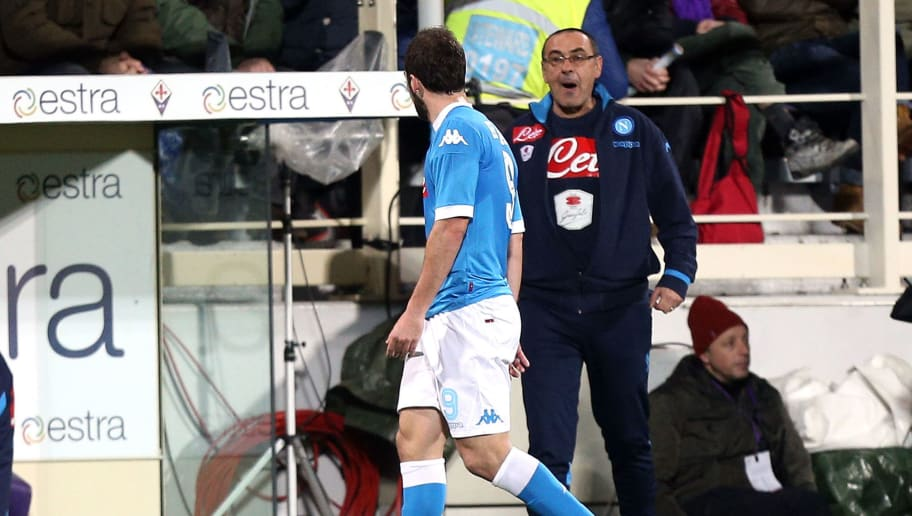 FLORENCE, ITALY - FEBRUARY 29: Gonzalo Higuain and Maurizio Sarri of SSC Napoli show their dejection during the Serie A match between ACF Fiorentina and SSC Napoli at Stadio Artemio Franchi on February 29, 2016 in Florence, Italy.  (Photo by Gabriele Maltinti/Getty Images)