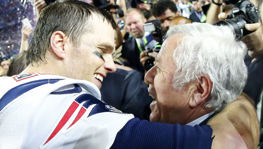 GLENDALE, AZ - FEBRUARY 01:  Tom Brady #12 of the New England Patriots celebrates with team owner Robert Kraft after defeating the Seattle Seahawks 28-24 during Super Bowl XLIX at University of Phoenix Stadium on February 1, 2015 in Glendale, Arizona.  (Photo by Tom Pennington/Getty Images)