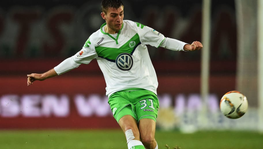HANOVER, GERMANY - MARCH 01:  Robin Knoche of Wolfsburg in action during the Bundesliga match between Hannover 96 and VfL Wolfsburg at HDI-Arena on March 1, 2016 in Hanover, Germany.  (Photo by Stuart Franklin/Bongarts/Getty Images)
