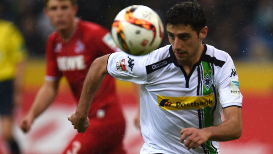 Moenchengladbach's midfielder Lars Stindl vies for the ball during the German first division Bundesliga football match Borussia Moenchengladbach vs 1. FC Cologne in Moenchengladbach , western Germany, on February  20, 2016.  / AFP / PATRIK STOLLARZ / RESTRICTIONS: DURING MATCH TIME: DFL RULES TO LIMIT THE ONLINE USAGE TO 15 PICTURES PER MATCH AND FORBID IMAGE SEQUENCES TO SIMULATE VIDEO. == RESTRICTED TO EDITORIAL USE == FOR FURTHER QUERIES PLEASE CONTACT DFL DIRECTLY AT + 49 69 650050         (Photo credit should read PATRIK STOLLARZ/AFP/Getty Images)