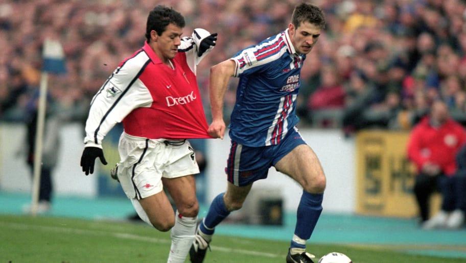 6 Jan 2001:  Scott Dobie of Carlisle United tugs Nelson Vivas of Arsenal shirt during the AXA sponsored FA Cup 3rd round match played at Brunton Park, in Carlisle, England. Arsenal won the match 1-0. \ Mandatory Credit: Ben Radford /Allsport