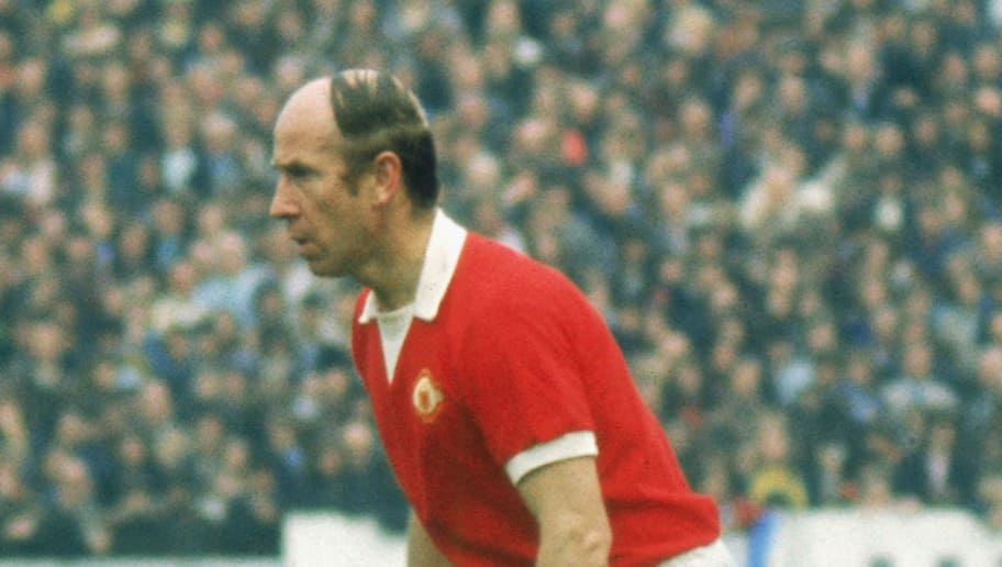 LONDON - APRIL 28:  Bobby Charlton of Manchester United runs with the ball during the League Division One match between Chelsea and Manchester United held on April 28, 1973 at Stamford Bridge, in London. Chelsea won the match 1-0. This was a special game for Bobby Charlton as this was to be his last appearance for Manchester United as he announced his retirement after a career that began in 1956 playing 642 games for the club scoring 207 goals. (Photo by Getty Images)