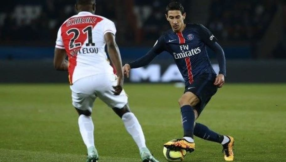 Paris Saint-Germain's Argentinian forward Angel Di Maria (R) challenges AS Monaco's Nigerian defender Elderson Echiejile during the French L1 football match between Paris Saint-Germain (PSG) and AS Monaco at the Parc des Princes stadium in Paris on March 20, 2016