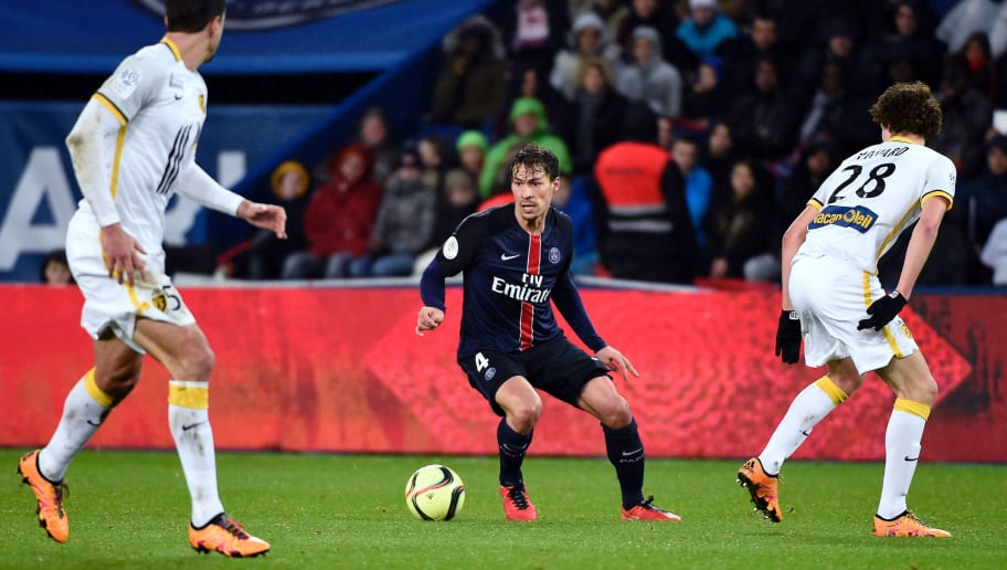 Paris Saint-Germain's French midfielder Benjamin Stambouli (C) controls the ball during the French L1 football match between Paris Saint-Germain (PSG) and Lille (LOSC) at the Parc des Princes stadium in Paris, on February 13, 2016.  AFP PHOTO / MIGUEL MEDINA / AFP / MIGUEL MEDINA        (Photo credit should read MIGUEL MEDINA/AFP/Getty Images)