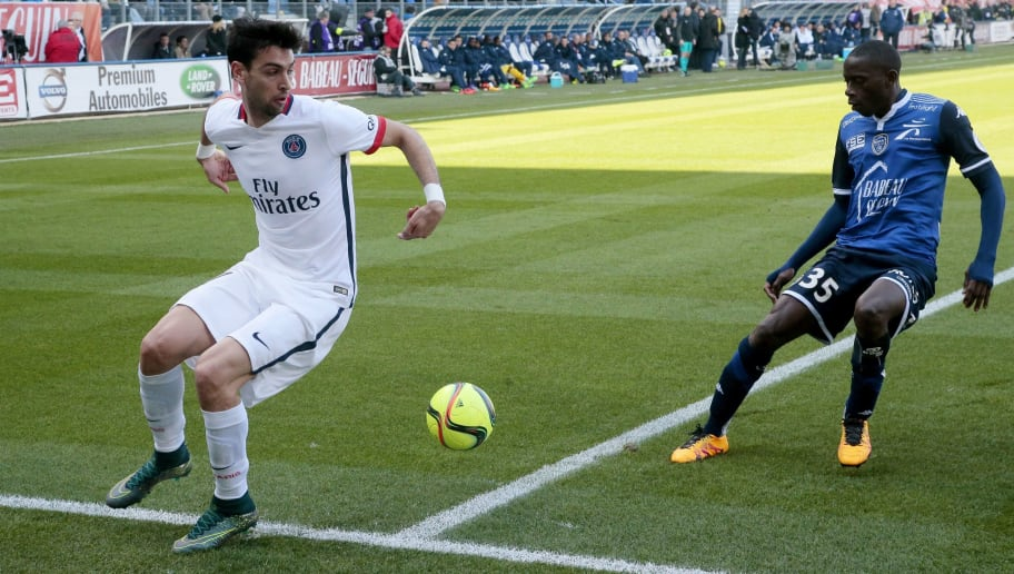 Paris Saint-Germain's Argentinian midfielder Javier Pastore (L) vies with Troyes' French defender Mouhamadou Dabo during the French Ligue 1 football match between Troyes and Paris Saint-Germain on March 13, 2016 at the Aube Stadium in Troyes. / AFP / JACQUES DEMARTHON        (Photo credit should read JACQUES DEMARTHON/AFP/Getty Images)