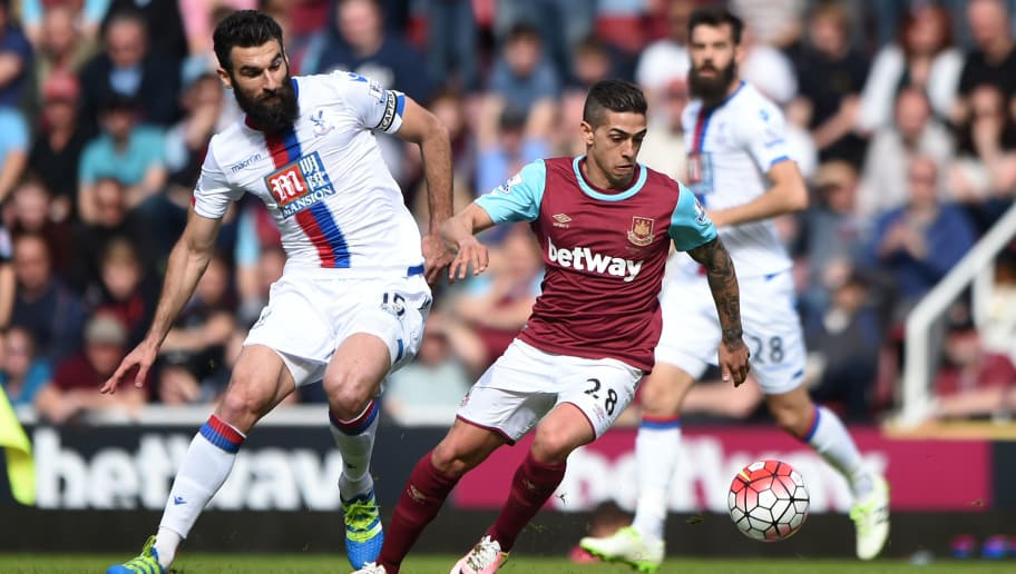 LONDON, ENGLAND - APRIL 02: Manuel Lanzini of West Ham United and Mile Jedinak of Crystal Palace compete for the ball during the Barclays Premier League match between West Ham United and Crystal Palace at the Boleyn Ground on April 2, 2016 in London, England.  (Photo by Tom Dulat/Getty Images)
