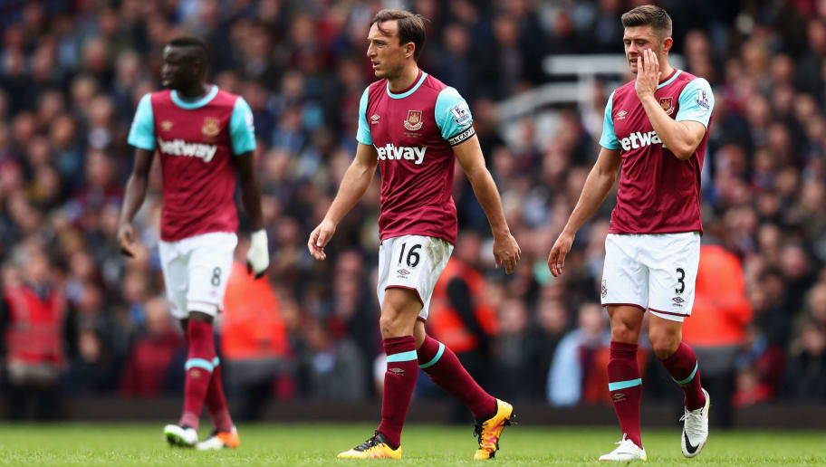 LONDON, UNITED KINGDOM - APRIL 09: Mark Noble (C) and West Ham United players show their dejection after Arsenal's first goal during the Barclays Premier League match between West Ham United and Arsenal at the Boleyn Ground on April 9, 2016 in London, England.  (Photo by Julian Finney/Getty Images)