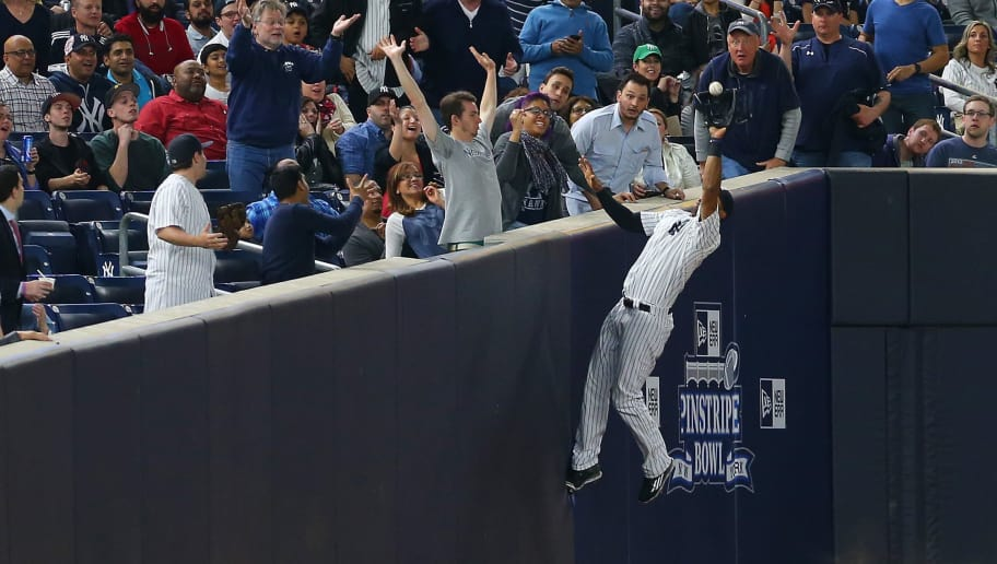 NEW YORK, NY - APRIL 21:  Aaron Hicks #31 of the New York Yankees catches a foul ball for an out in the fourth inning against the Oakland Athletics at Yankee Stadium on April 21, 2016 in the Bronx borough of New York City.  (Photo by Mike Stobe/Getty Images)