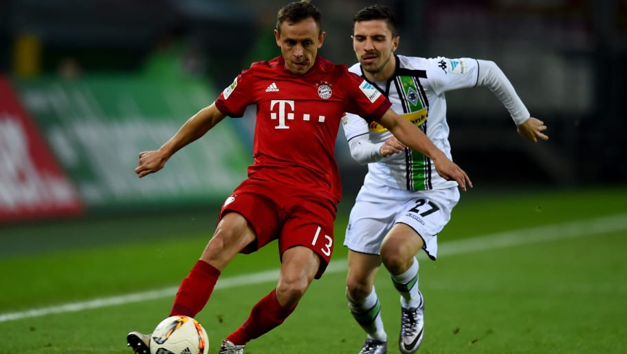 MOENCHENGLADBACH, GERMANY - DECEMBER 05: Rafinha of Muenchen is challenged by Julian Korb of Moenchengladbach during the Bundesliga match between Borussia Moenchengladbach and FC Bayern Muenchen at Borussia-Park on December 5, 2015 in Moenchengladbach, Germany.  (Photo by Lars Baron/Bongarts/Getty Images)