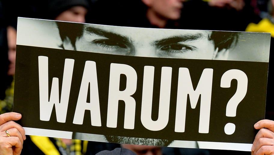 DORTMUND, GERMANY - APRIL 30:  Da Fan shows a sign 'Warum?' according to Mats Hummels during the Bundesliga match between Borussia Dortmund and VfL Wolfsburg at Signal Iduna Park on April 29, 2016 in Dortmund, Germany.  (Photo by Sascha Steinbach/Bongarts/Getty Images)