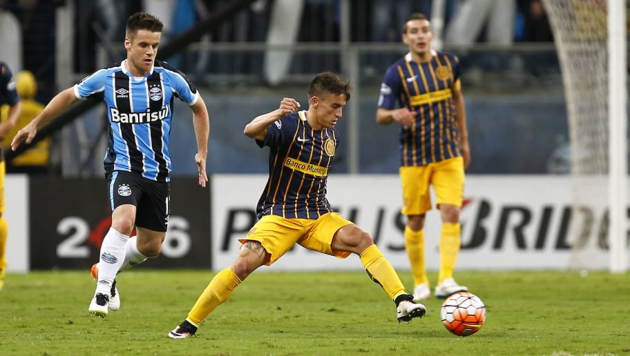 PORTO ALEGRE, BRAZIL - APRIL 27: Ramiro of Gremio battles for the ball against Lo Celso of Rosario Central during the match Gremio v Rosario Central as part of Copa Bridgestone Libertadores 2016, at Arena do Gremio  on April 27, 2016 in Porto Alegre, Brazil. (Photo by Lucas Uebel/Getty Images)
