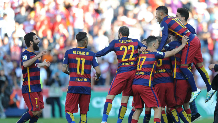 GRANADA, SPAIN - MAY 14:  FC Barcelona players celebrate after beating Granada CF 3-0 to clinch the La Liga title during the La Liga match between Granada CF and FC Barcelona at Estadio Nuevo Los Carmenes on May 14, 2016 in Granada, Spain.  (Photo by Denis Doyle/Getty Images)