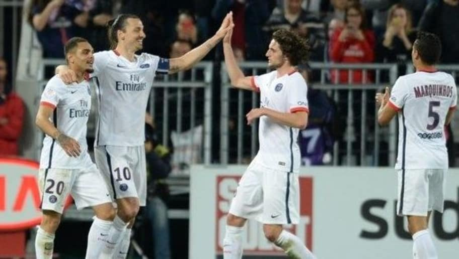 Paris Saint-Germain's Swedish forward Zlatan Ibrahimovic (2nd-L) celebrates with teammates after scoring a goal during the French L1 football  match between Bordeaux and Paris (PSG) on May 11, 2016 at the Matmut Atlantique stadium in Bordeaux, southwestern France